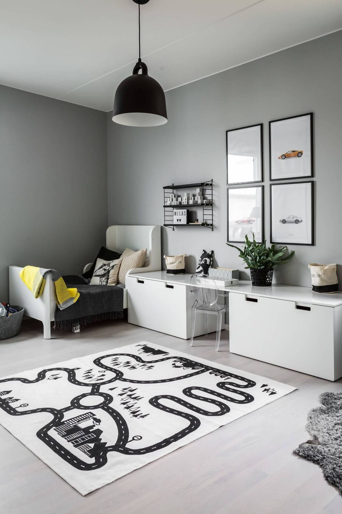 Child's room which will adapt as child grows