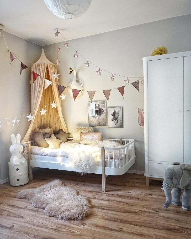 Nursery furniture adapted to create child's room