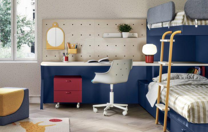 Nidi desk and peg board